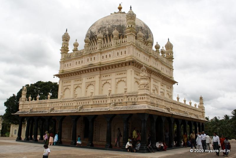 The Gumbaz is a large mausoleum in the middle of an expansive garden that houses the cenotaphs of Tipu Sultan, his father Hyder Ali and mother Fakr-Un-Nisa.